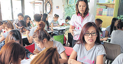The learning tree – Pa Jai Dee School, a non-formal education classroom, is teaching Thai to migrant workers