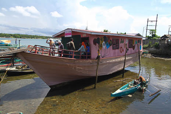 Floating schools bring hope to sea gypsies in the Philippines