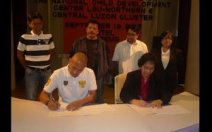 The ECCD Council Executive Director, Dr. Teresita G. Inciong, signs a Memorandum of Understandng with the Municipal Mayor of Bolinao, Pangasinan, Hon. Arnold D. Celeste for the establishment of Bulilit Center