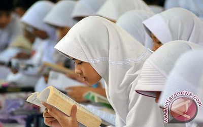 Indonesia needs to revive interest in reading books