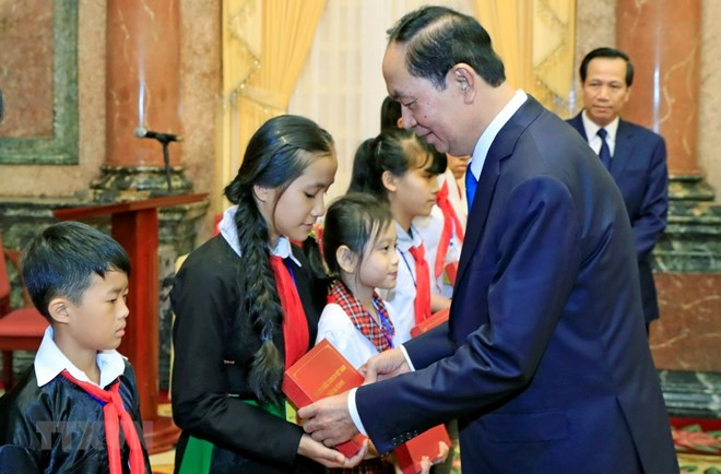 Vietnam: President commends disadvantaged students with high academic results