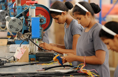 23 million children between 15 and 18 yrs working in India, 19 million dropped out of school, New Report Suggests
