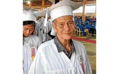 90-year-old great-grandfather finally graduates from high school in Philippines